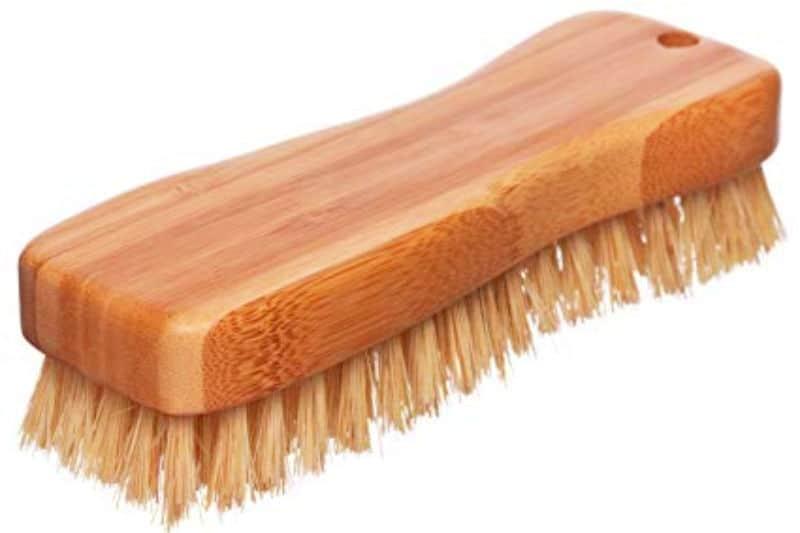 Cepillo para fregar con mango de madera