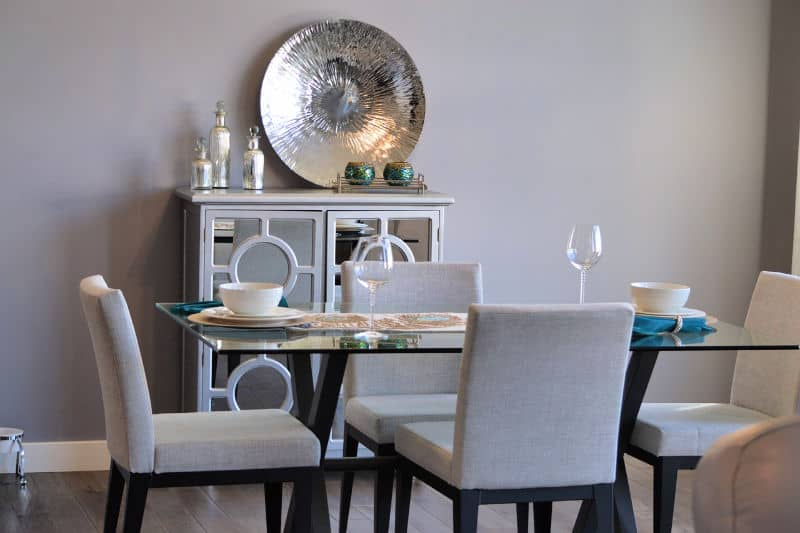 Mesa de comedor moderna con armario de almacenamiento