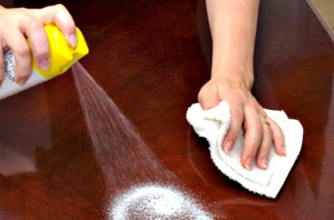 Mitos de limpieza de antaño reventados: no es necesario pulir sus muebles cada vez que los limpia