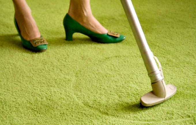 Mitos de limpieza de antaño reventados: no aspirar con frecuencia puede arruinar su alfombra