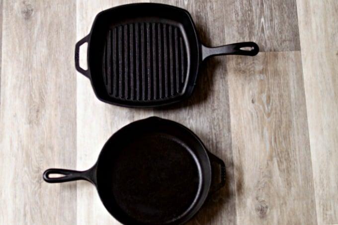 Cómo limpiar sartenes de hierro fundido y mantenerlas sazonadas