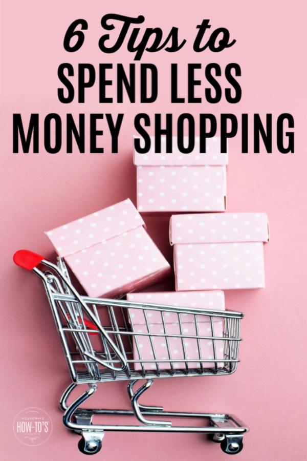6 consejos para gastar menos dinero comprando: carrito lleno de compras impulsivas
