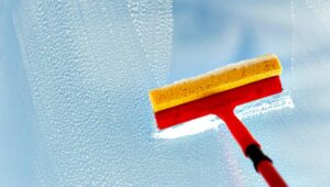 Lavar las Ventanas sin Dejar Rayas