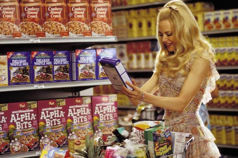 Nicole Kidman en Stepford Wives demuestra un estándar de ama de casa perfecto poco realista