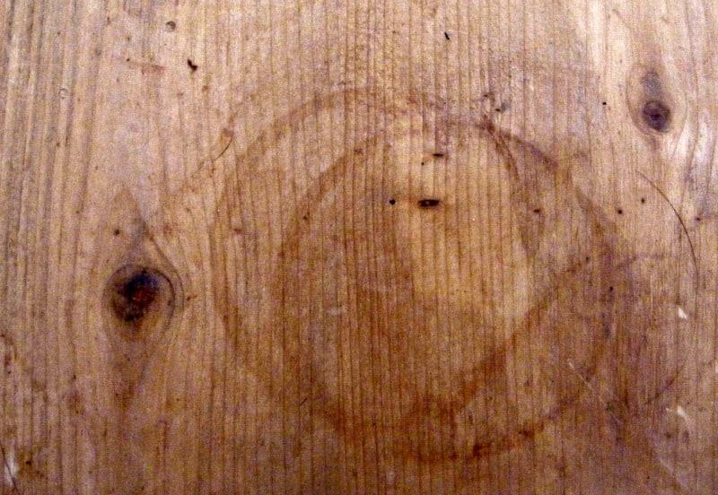 Cómo arreglar las manchas de agua en la madera